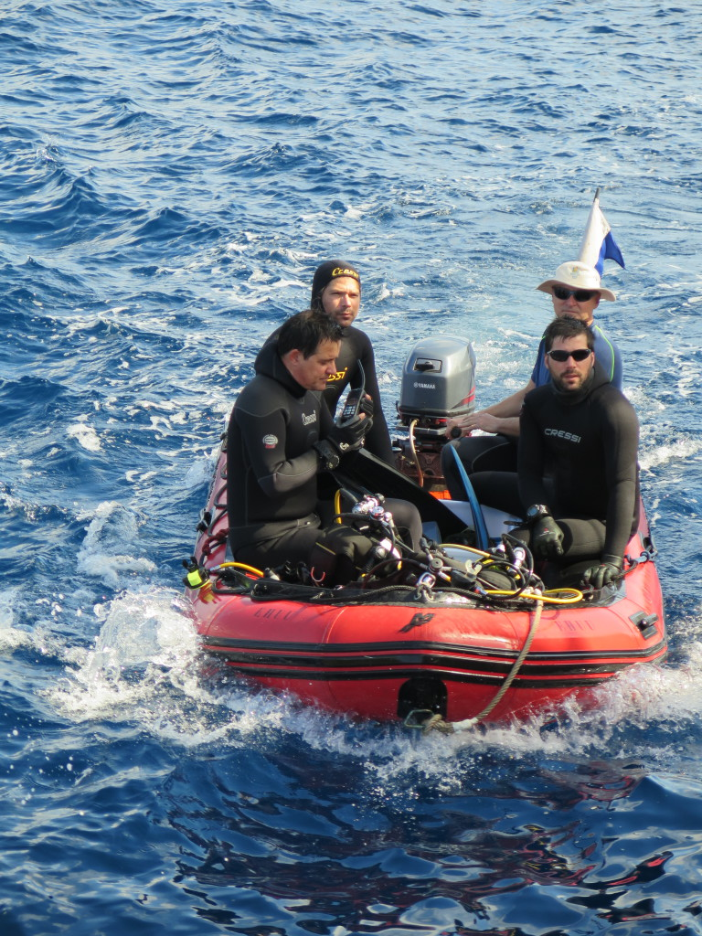 Edu, Oscar, Paul, and Miguel, ready to sample the cores at the shallow areas of the Cabrera Island, Balearic Archipelago. Source: GAME